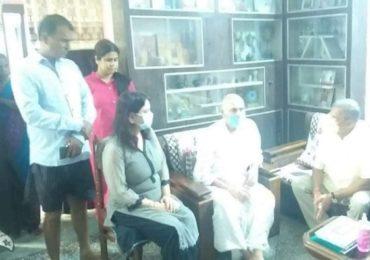 Nana Patekar | नाना पाटेकर सुशांत सिंहच्या पाटण्याच्या घरी, वडिलांचे सांत्वन करताना भावूक