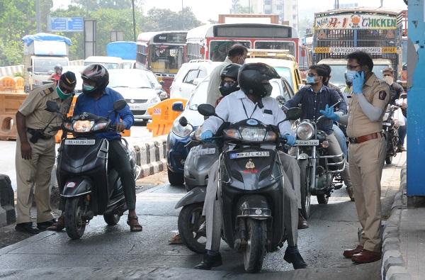 मुंबईत विनाकारण बाहेर पडणाऱ्यांवर कारवाई, पोलिसांकडून 4 हजार 864 गाड्या जप्त, नवी नियमावली जाहीर