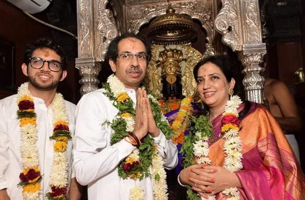 Pandharpur Wari   रश्मी ठाकरे आणि आदित्य ठाकरेंसह मुख्यमंत्री उद्धव ठाकरे पंढरपूरकडे रवाना