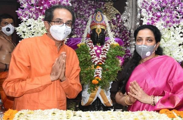 Ashadhi Ekadashi | पंढरपुरात मुख्यमंत्र्यांकडून सपत्नीक विठ्ठल-रखुमाईची शासकीय महापूजा