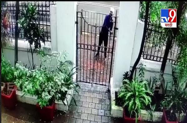 Dr Ambedkar's residence Rajgruha CCTV | 'राजगृह'वरील हल्लेखोराचा सीसीटीव्ही व्हिडीओ