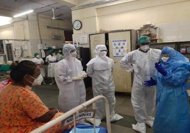 मुंबई महापालिका रुग्णालयात कोरोना रुग्णांची हेळसांड? महापौर किशोरी पेडणेकरांची सायन रुग्णालयाला अचानक भेट
