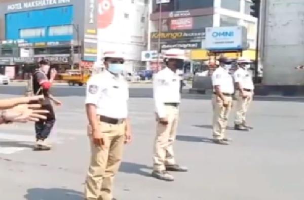 Pune Police   कोरोनाच्या पार्श्वभूमीवर पुणे पोलिसांची कडक कारवाई, 24 तासात 1,965 कारवाया