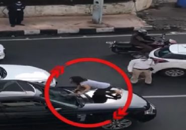 VIDEO : पती दुसऱ्या महिलेसोबत कारमध्ये, मुंबईच्या ट्रॅफिकमध्ये  नवऱ्याची गाडी अडवून बायकोचा हंगामा