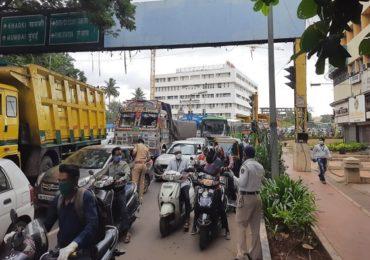 Pune Lockdown | पुण्यात लॉकडाऊनच्या पहिल्याच दिवशी मोठी वाहतूक कोंडी, वाहनांच्या रांगा