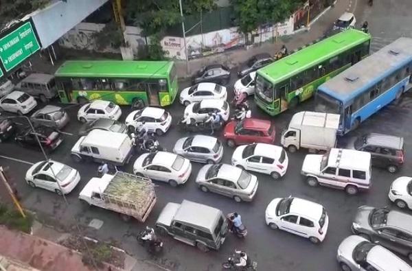 Pune traffic jam | पुणे वाहतूक कोंडीचे टॉप अँगल फोटो
