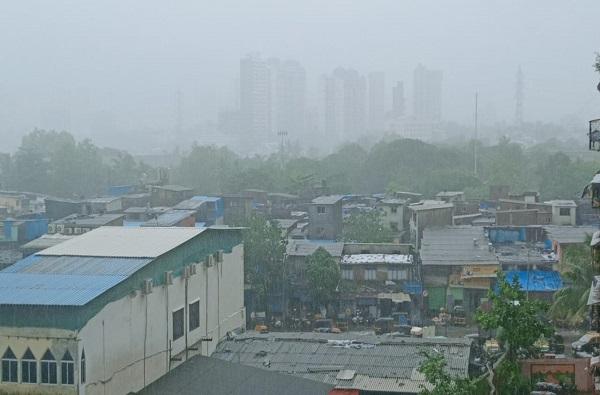 Mumbai Rain : मुंबईसह उपनगरात पावसाची हजेरी, राज्यातील धरणात पाणीसाठाही वाढला