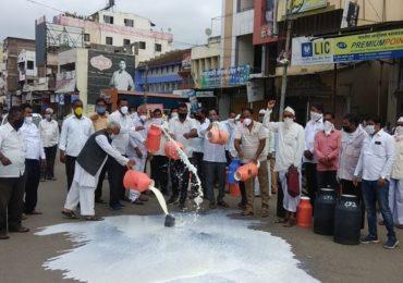 दूध उत्पादकांचा 1 ऑगस्टपासून राज्यव्यापी एल्गार, शेतकरी संघर्ष समितीची घोषणा