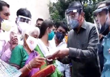 मर्दानी आजीला 1 लाख आणि साडीचोळी, गृहमंत्री अनिल देशमुख थेट दारात