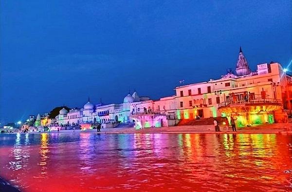 Ayodhya Ram Mandir Photos: भूमिपूजनाच्या आधीच अयोध्येत दिवाळी, योगींनी फटाके फोडले, तर शिवराज चव्हाणांची रुग्णालयात पूजा