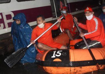खतरों के खिलाडी, लोकल पाण्यात अडकल्या, NDRF कडून प्रवाशांची थरारक सुटका