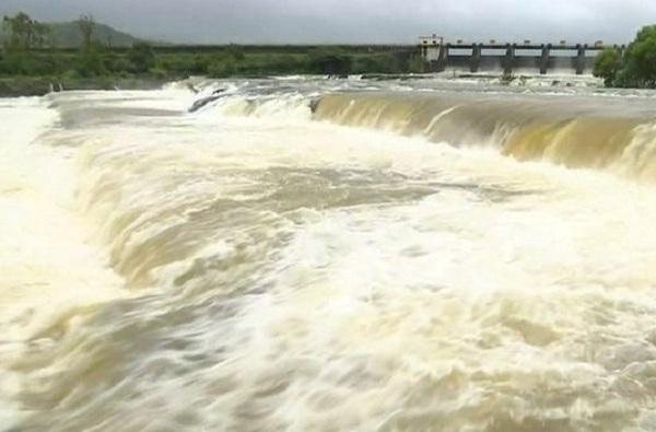 Rain Update: मुंबईत पहाटेपासून जोरदार पाऊस, पुणे, नाशिक, जळगाव आणि साताऱ्यातील धरणांमधून पाणी विसर्ग