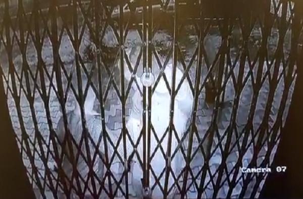 Nashik Jewelers : पीपीई किट घालून चोरट्यांचा ज्वेलर्सवर डल्ला, घटना सीसीटीव्हीत कैद