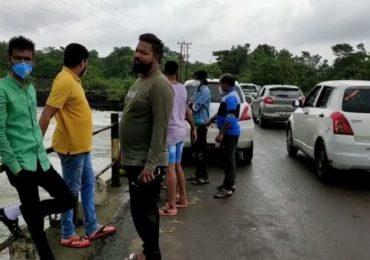 Khadakwasla Dam   पुणेकरांकडून नियमांची पायमल्ली, खडकवासला धरण परिसरात उत्साही नागरिकांची गर्दी