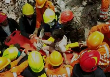Mahad Building Collapse | मोहम्मदची मृत्यूवर मात, 5 वर्षाचा चिमुकला 19 तासांनी ढिगाऱ्याबाहेर