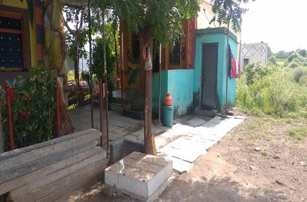 Corona Goddess Temple | कोंबडे-बकऱ्यांचा बळी, सोलापुरात चक्क 'कोरोना देवी'चे मंदिर
