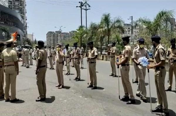 Navi Mumbai | नवी मुंबईतील कंटेन्मेंट झोनमध्ये पोलिसांचा बंदोबस्त, अत्यावश्यक सेवा वगळता इतर सर्व दुकानं बंद