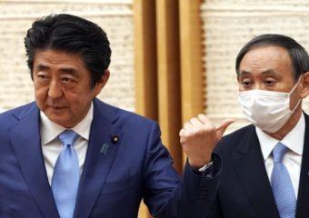स्ट्रॉबेरी उत्पादकाचा मुलगा ते जपानचे नवे पंतप्रधान, 'हे' आहेत शिंजो आबे यांचे उत्तराधिकारी