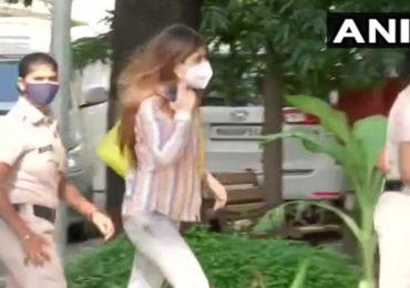Bollywood Drugs Case Live : सिमॉन खंबाटा चौकशीसाठी एनसीबी कार्यालयात, रकुलचे बहाणे
