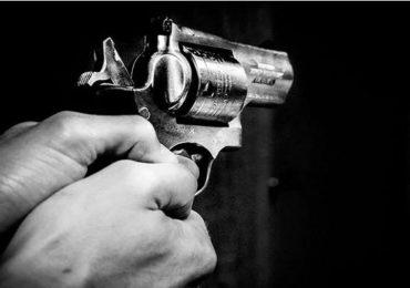 पुण्यात वाळू सप्लायरवर गोळीबार, गोळी गालाला लागून गेल्याने थोडक्यात बचावला