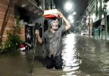 हैदराबादेत तुफान पाऊस, आतापर्यंत 12 जणांचा मृत्यू, रस्ते जलमय, अनेक गाड्या तरंगल्या