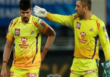 IPL 2020 : गोलंदाजाच्या चुकीनंतर कॅप्टन कूल धोनी मैदानावरच भडकला!
