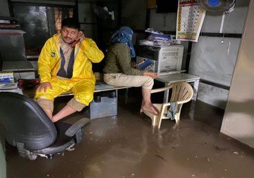 पावसाने पुण्याची दाणादाण; रस्ते उखडले, घरं भरली, रुग्णालयातही पाणी तुंबलं