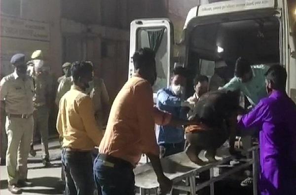 उत्तरप्रदेशात कार आणि बसमध्ये भीषण धडक, 7 लोकांचा मृत्यू, 32 जखमी