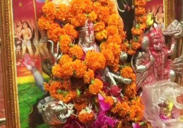 Photos: देशभरात नवरात्रीचा उत्साह, मंदिरांबाहेर भक्तांची गर्दी