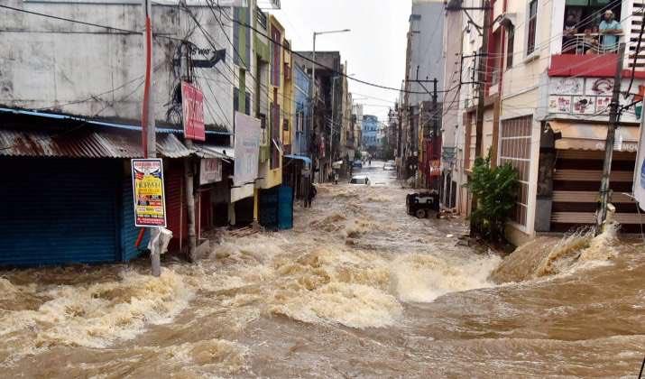 हैदराबादमध्ये पावसाचं रौद्र रुप, 50 लोकांचा वाहून मृत्यू; हवामान खात्याकडून अलर्ट