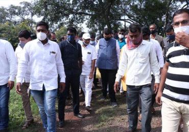 Devendra Fadnavis | देवेंद्र फडणवीस नुकसानग्रस्त शेतकऱ्यांच्या भेटीला, पश्चिम महाराष्ट्र दौऱ्याला सुरुवात!