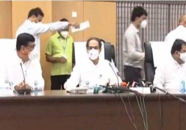 CM Uddhav Thackeray Solapur Visit Live |  फडणवीसांनी बिहारला प्रचाराला जाण्यापेक्षा दिल्लीला जावं : मुख्यमंत्री