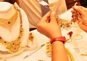 Gold Rate : ऐन दिवाळीत सोन्याचे भाव 2 हजारांनी घसरले, वाचा आजचे दर