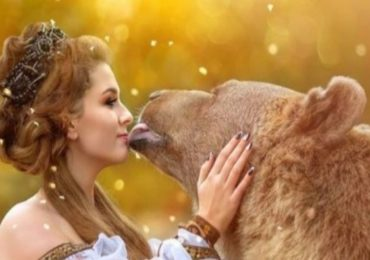 Photos | मॉडेलिंग करणाऱ्या 'या' अस्वलापुढे मॉडेलही फिक्या, किस करतानाचे रोमँटिक फोटो व्हायरल