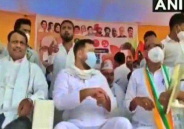 Bihar Election 2020: भर सभेत राजद नेते तेजस्वी यादव यांच्यावर 'चप्पल फेक'
