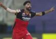 IPL 2020, KKR vs RCB : मोहम्मद सिराजची धडाकेबाज कामगिरी, ठरला पहिलाच गोलंदाज