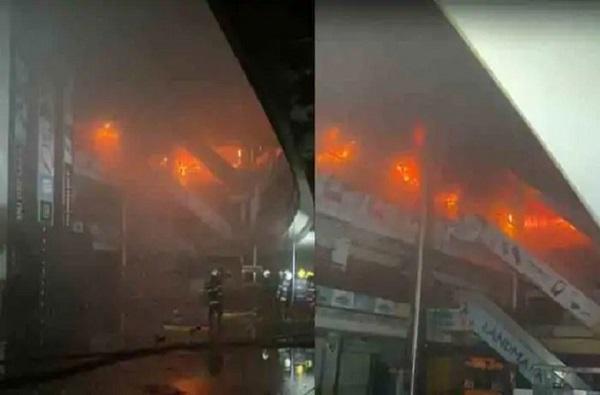 Mumbai Central mall fire : मुंबईतील नागपाड्यातील मॉलमधील आग धुमसतीच, अग्निशमन दलाचे दोन जवान जखमी