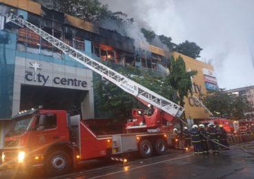अग्निसुरक्षा यंत्रणा नसलेल्या मुंबईतील मॉल्सना टाळे ठोका, स्थायी समितीत जोरदार मागणी