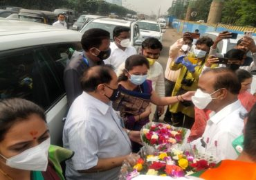 Eknath Khadse Road Show Live | राष्ट्रवादी प्रवेशानंतर खडसे जळगावला, रस्त्यात कार्यकर्त्यांकडून स्वागत सोहळा