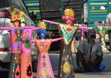 Photo | चाहूल दसऱ्याची, रावण पुतळ्यांसह दिल्लीतील बाजारपेठा फुलल्या