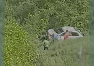 साताऱ्यात 400 फूट दरीत कोसळली स्विफ्ट कार, महिलेचा जागीच मृत्यू, 2 जखमी
