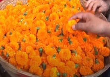 दसऱ्यामुळे मुंबईतील दादरचं मार्केट गजबजलं, फुलांचे दर गगनाला, झेंडू 300 रुपये किलो
