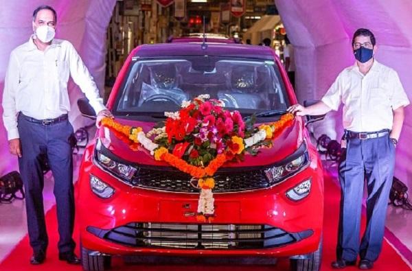 टाटा मोटर्सची कमाल, 40 लाख गाड्यांच्या उत्पादनाचा विक्रम