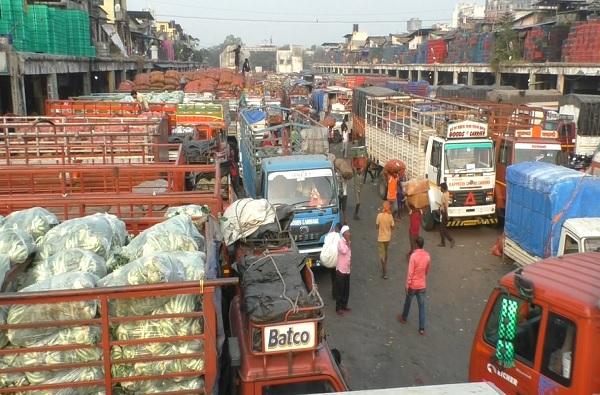 APMC market Navi Mumbai Mathadi union employees stop work against Maharashtra govt decision to dissolve Annasaheb Patil mahamandal