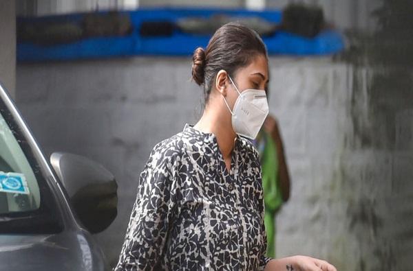 Deepika Padukone manager Karishma prakash durgs case accused run away NCB start search