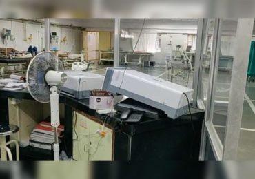 PHOTO : नवी मुंबईत व्हेंटिलेटर, डायलिसीस मशीनची तोडफोड, रुग्ण दगावल्याने नातेवाईकांचा राडा