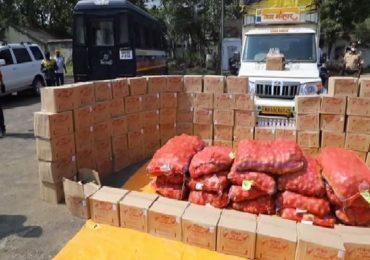 कांद्याखालून दारु तस्करी, 12 हजार दारुच्या बाटल्यांसह 12 लाखांचा मुद्देमाल जप्त, हिंगणघाट पोलिसांची मोठी कारवाई