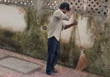 मास्क घाला नाहीतर झाडू मारा! मुंबईत नियम तोडणाऱ्यांना अनोखी शिक्षा