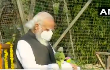 PHOTO: पंतप्रधान मोदी पक्ष्यांच्या सान्निध्यात रमतात तेव्हा...