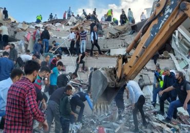 तुर्कीत शक्तिशाली भूकंप, इमारती पत्त्यासारख्या कोसळल्या, शेकडो लोक ढिगाऱ्याखाली अडकल्याची भीती